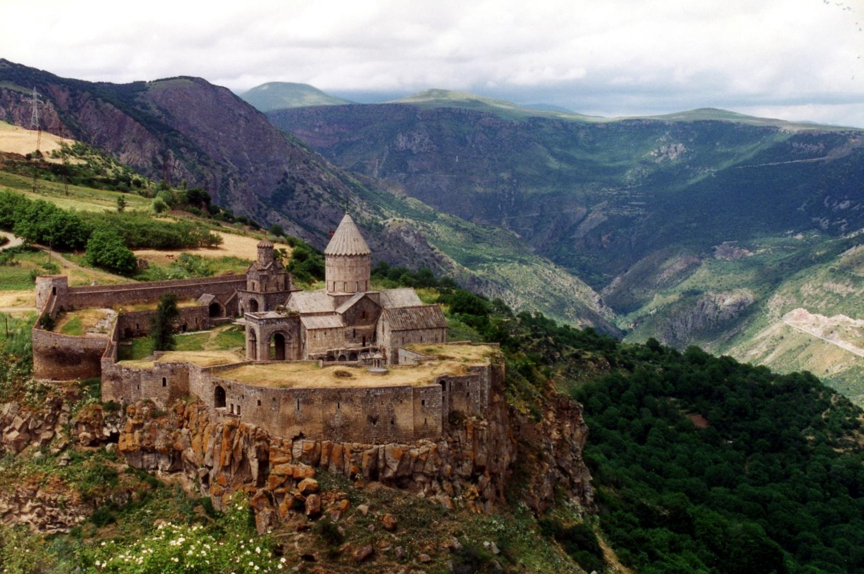 Azija Tatev_monastery_armenia