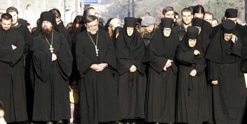 ...сав свештенички и монашки ред, сав клир црквени...