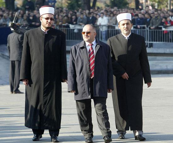 Исламски великодстојници дошли да одају почаст...